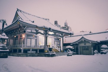 Snowing in Tokyo temple